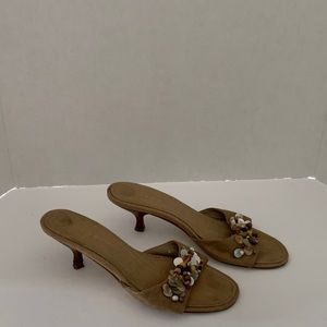Unisa women's slip on low-heel sandals. Sz 9 B